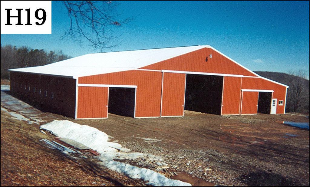 custom horse barn h19